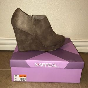 Women's Size 11 Suede Booties